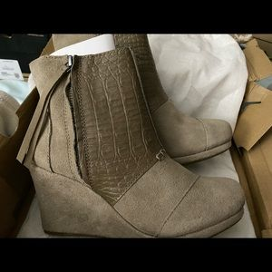 Toms Desert Wedge High Taupe Suede Croc